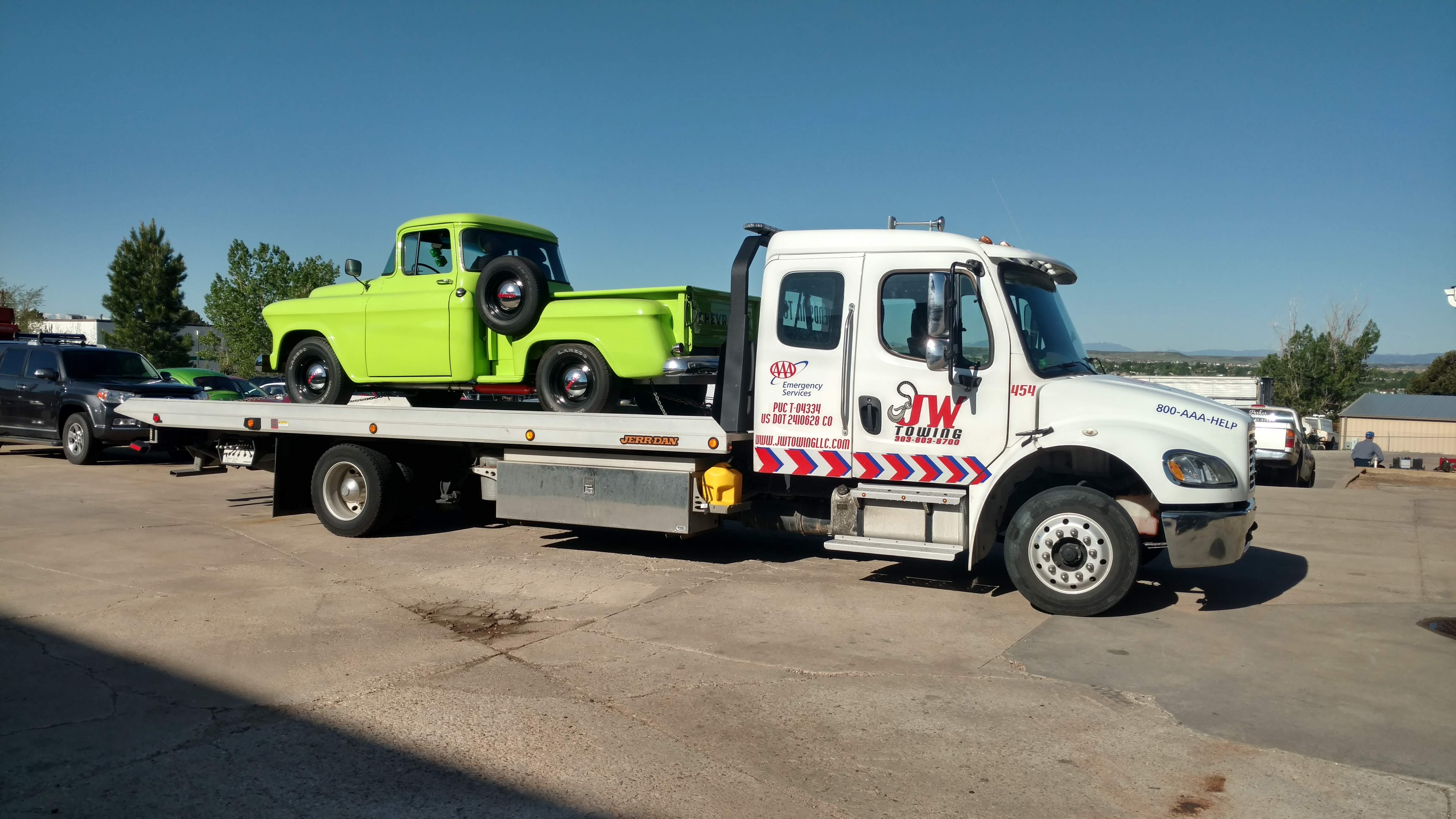 In which cases use the service tow truck
